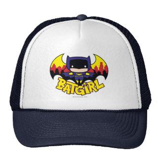 Chibi Batgirl con el horizonte y el logotipo de Gorros