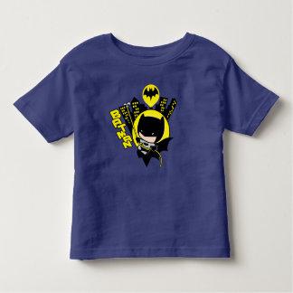 Chibi Batman que escala la ciudad Camiseta De Bebé