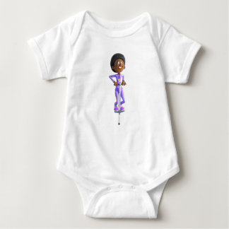 Chica afroamericano del dibujo animado que monta body para bebé