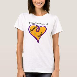 Chica con un corazón diseño de la camiseta de la