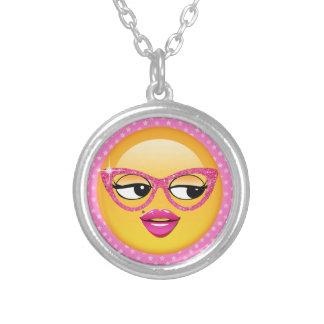 Chica coqueto ID227 de Emoji Collar Plateado
