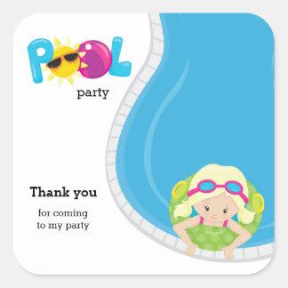 Chica de fiesta en la piscina pegatina cuadrada