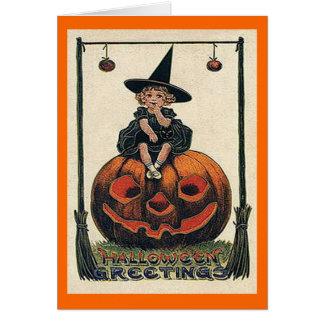 Chica de Halloween del vintage en la tarjeta