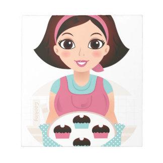 Chica de la cocina con las galletas bloc de notas