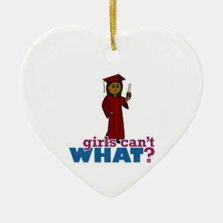 Chica de la graduación en rojo adorno de cerámica en forma de corazón
