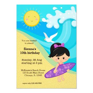 Chica de la persona que practica surf invitación 12,7 x 17,8 cm