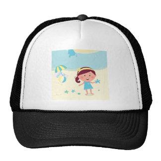 Chica de la yegua de los diseñadores con la gorras