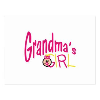 Chica de las abuelas postal