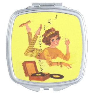 Chica de los años 60 de la música espejo de maquillaje