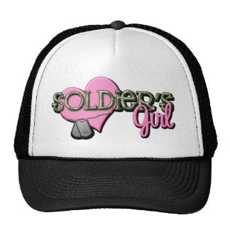 Chica de los soldados gorras