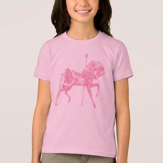 Chica del caballo del carrusel o la camiseta de