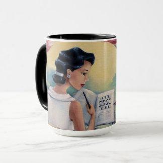 Chica del crucigrama y taza de café del pájaro
