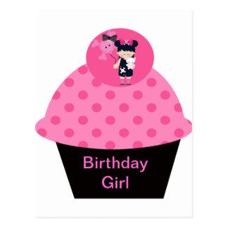 Chica del cumpleaños de la magdalena del gótico de postal