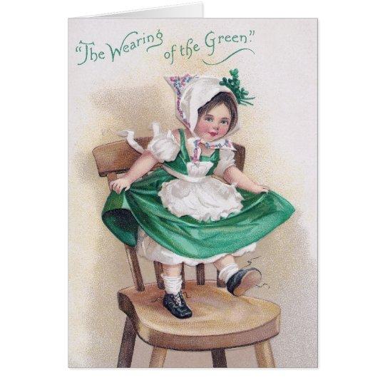 Chica del día de St Patrick en vintage de la silla Tarjeta De Felicitación