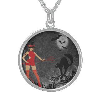 Chica del diablo de Halloween Witchy Colgante
