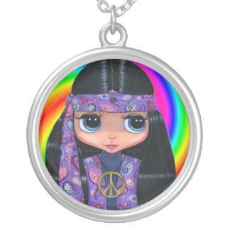 Chica del Hippie de Paisley y collar púrpuras del
