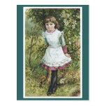 Chica del Victorian en la postal del jardín