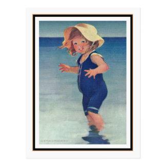 Chica del vintage en la playa de Jessie Willcox Postal