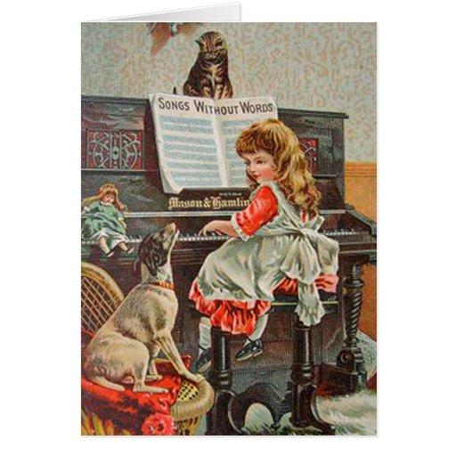 Chica en el piano con la tarjeta del perro