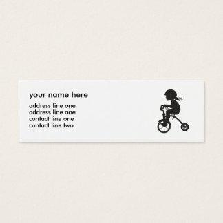 Chica en silueta del triciclo tarjeta de visita pequeña