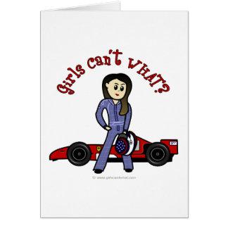 Chica ligero del conductor de coche de carreras tarjeta de felicitación