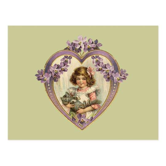 Chica lindo del vintage y corazón floral del postal
