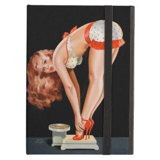 Chica modelo retro divertido en una escala del funda para iPad air