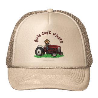 Chica rojo claro del granjero gorro de camionero