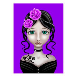 Chica triste con los rosas púrpuras tarjeta personal