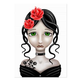 Chica triste con los rosas rojos en blanco plantilla de tarjeta de visita