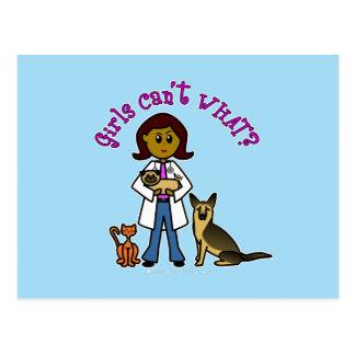 Chica veterinario oscuro postales