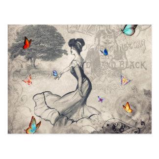 Chica y postal de las mariposas