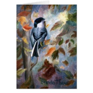Chickadee en la tarjeta en blanco de la caída