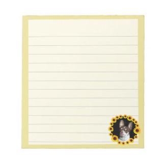 Chihuahua en libreta del perro de los girasoles