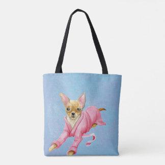 Chihuahua en una bolsa de asas del perro de la