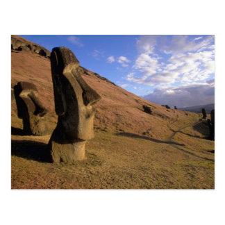 Chile, isla de pascua. Ladera con Moai Postal