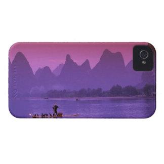 China, Guanxi. Cormorán del río de Li solo iPhone 4 Coberturas