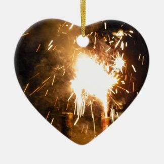 Chispas de la fuente adorno de cerámica en forma de corazón