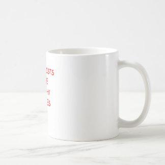 chiste de la geología taza básica blanca