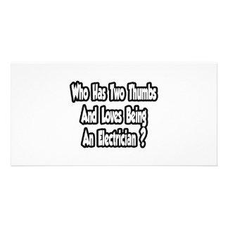 Chiste del electricista… dos pulgares tarjeta fotográfica