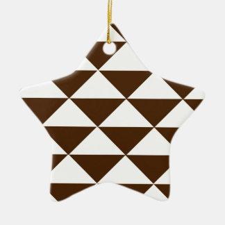 Chocolate oscuro y triángulos blancos adorno de cerámica en forma de estrella