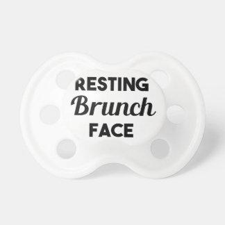 Chupete Cara de reclinación del brunch