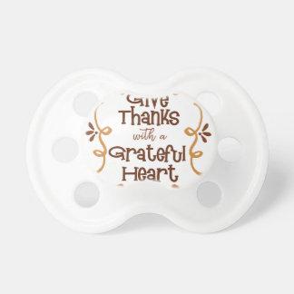Chupete Dé las gracias con un corazón agradecido