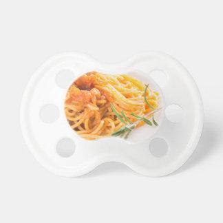 Chupete Espaguetis italianos con el primer vegetal de la