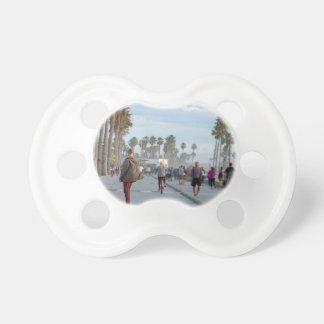 Chupete patinaje a la playa de Venecia