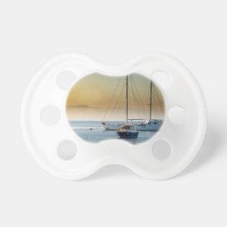 Chupete puesta del sol del lago del mar de los barcos