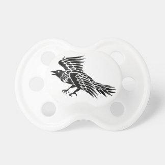 Chupete Tatuaje del lado del vuelo del cuervo