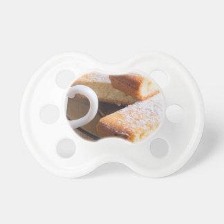 Chupete Té y una placa de galletas frescas