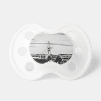 Chupete tetina de bebé foto barco pesquero