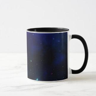 Cielo azul de medianoche con las estrellas taza